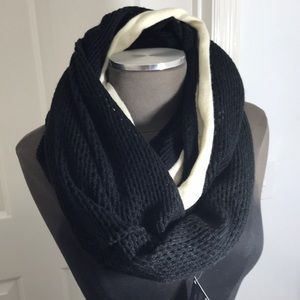 NWOT sherry black and white knit infinity scarf